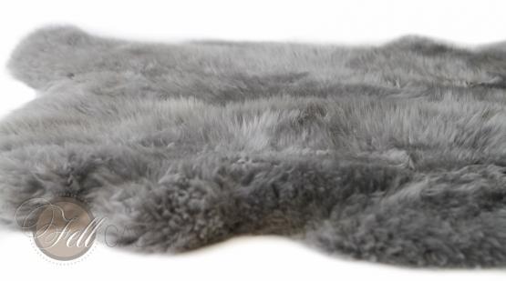 Schaffell Teppich Grau gefärbt aus 4 Schaffellen