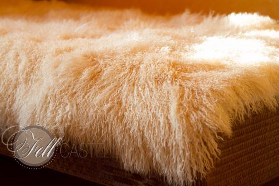 Tagesdecke aus Tibet Lammfell cream 190 x 190 cm abgefüttert