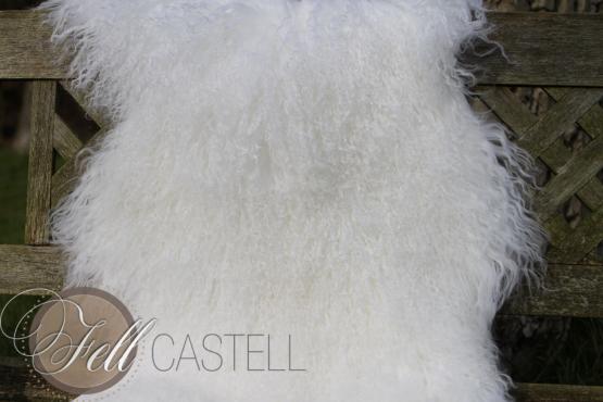 Tibet Lammfell schnee-weiss aus 1,5 Fellen zusammen genäht Mongolisches Lammfell 110 x 50 cm 110 x 50 cm