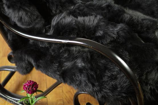 Toscana Lammfelldecke schwarz gefärbt abgefüttert 200 x 200 cm