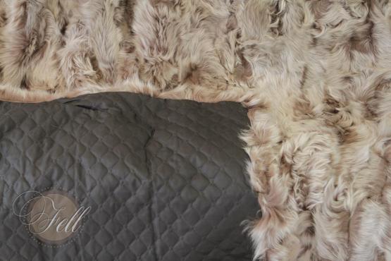 Lammfell Decke 230x215 cm Patchwork Taupe mit Snow Tops abgefüttert