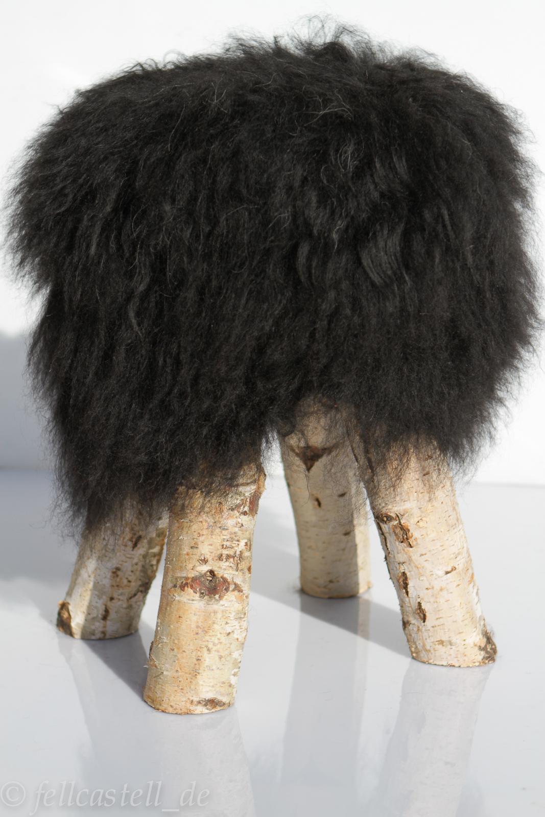 fellhocker mit island schaffell bezug naturschwarz lammfell schaffell shop. Black Bedroom Furniture Sets. Home Design Ideas