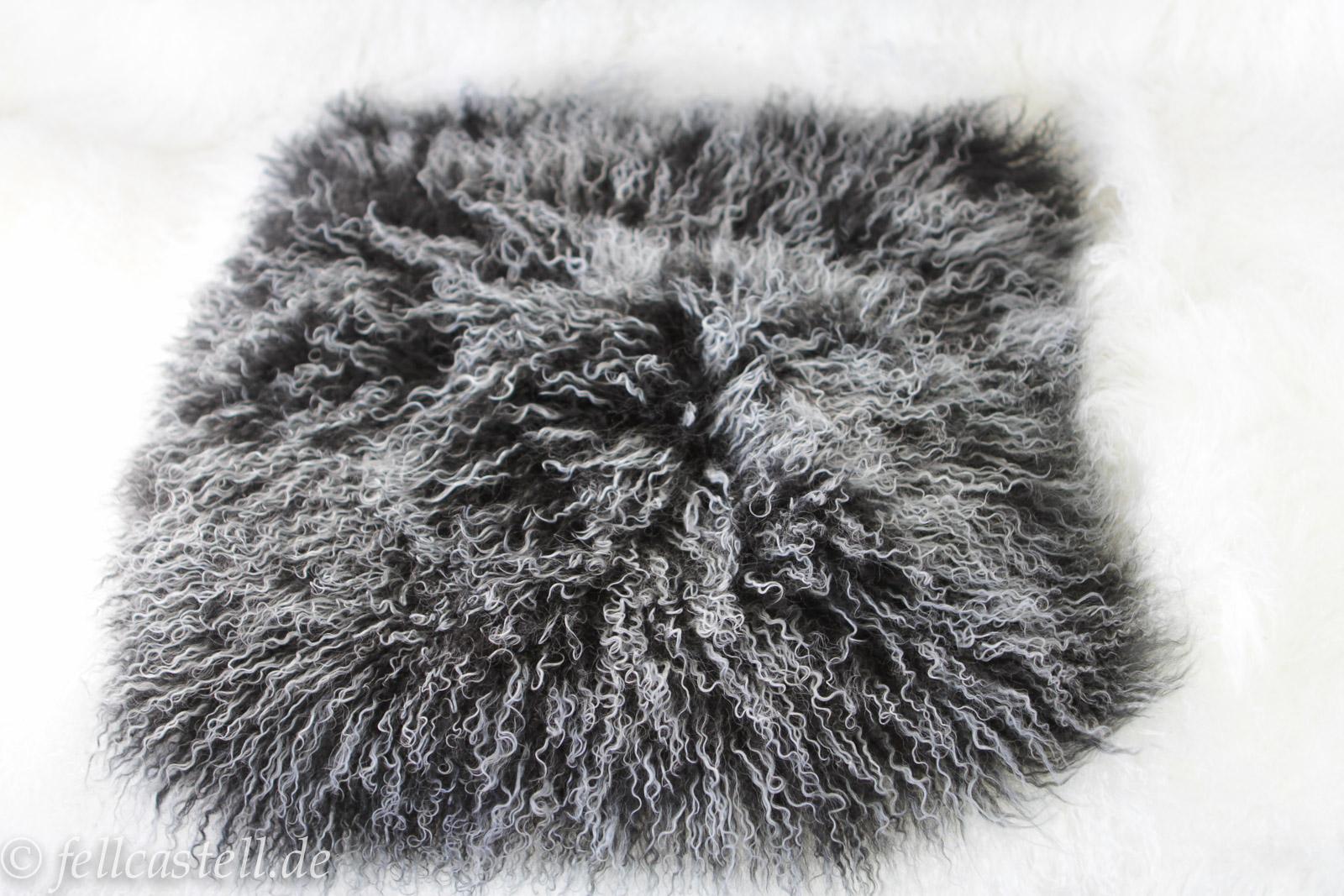 Kissen 40 x 40 cm schwarz mit hellen Spitzen Fellkissen Tibet Lammfell Mongolisches Lammfell