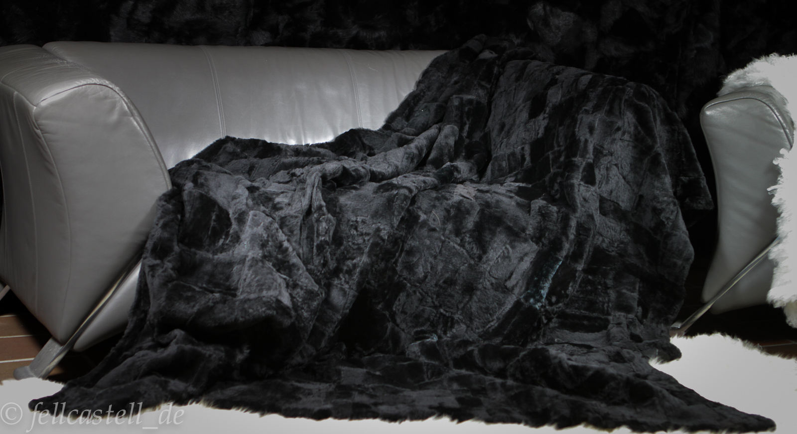 Lammfelldecke 200 x 155 cm schwarz Patchwork abgefüttert