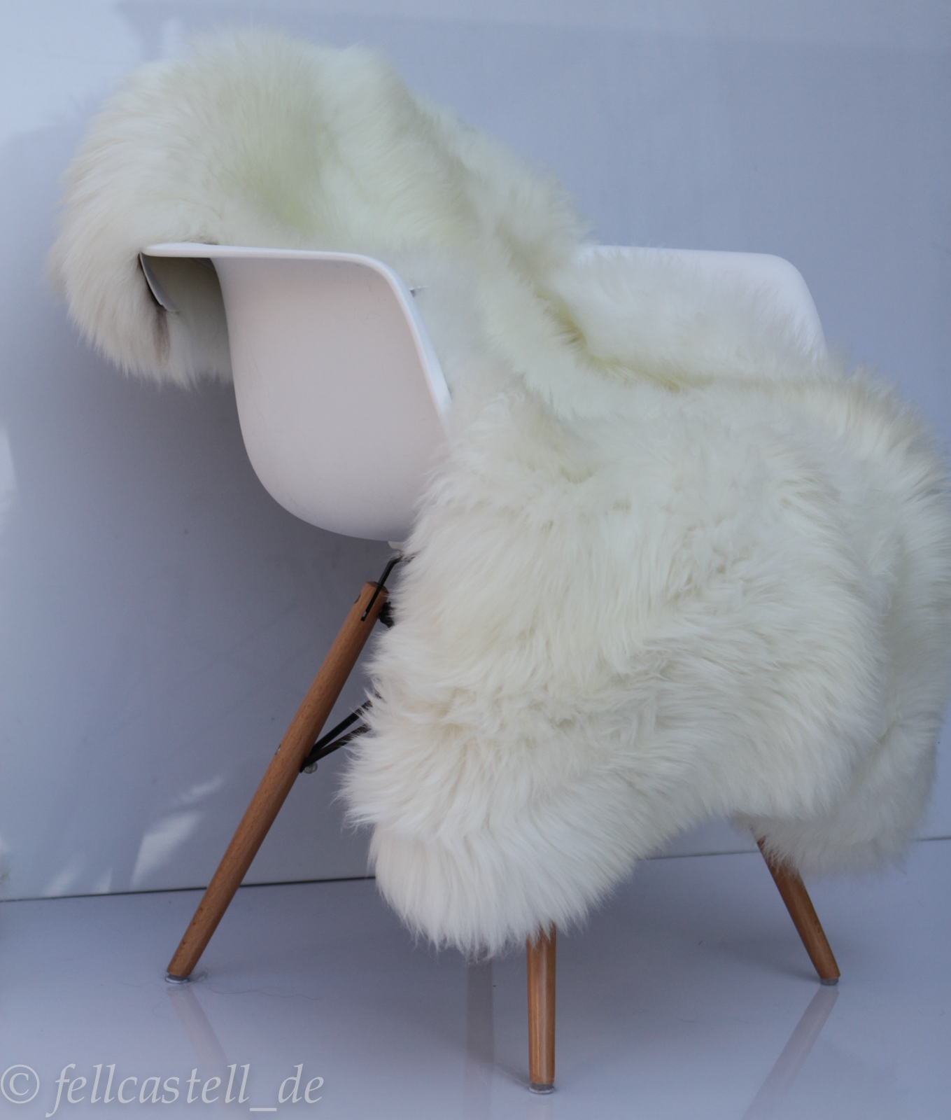 schaffell lammfell naturweiss nicht gebleicht lammfell schaffell shop. Black Bedroom Furniture Sets. Home Design Ideas
