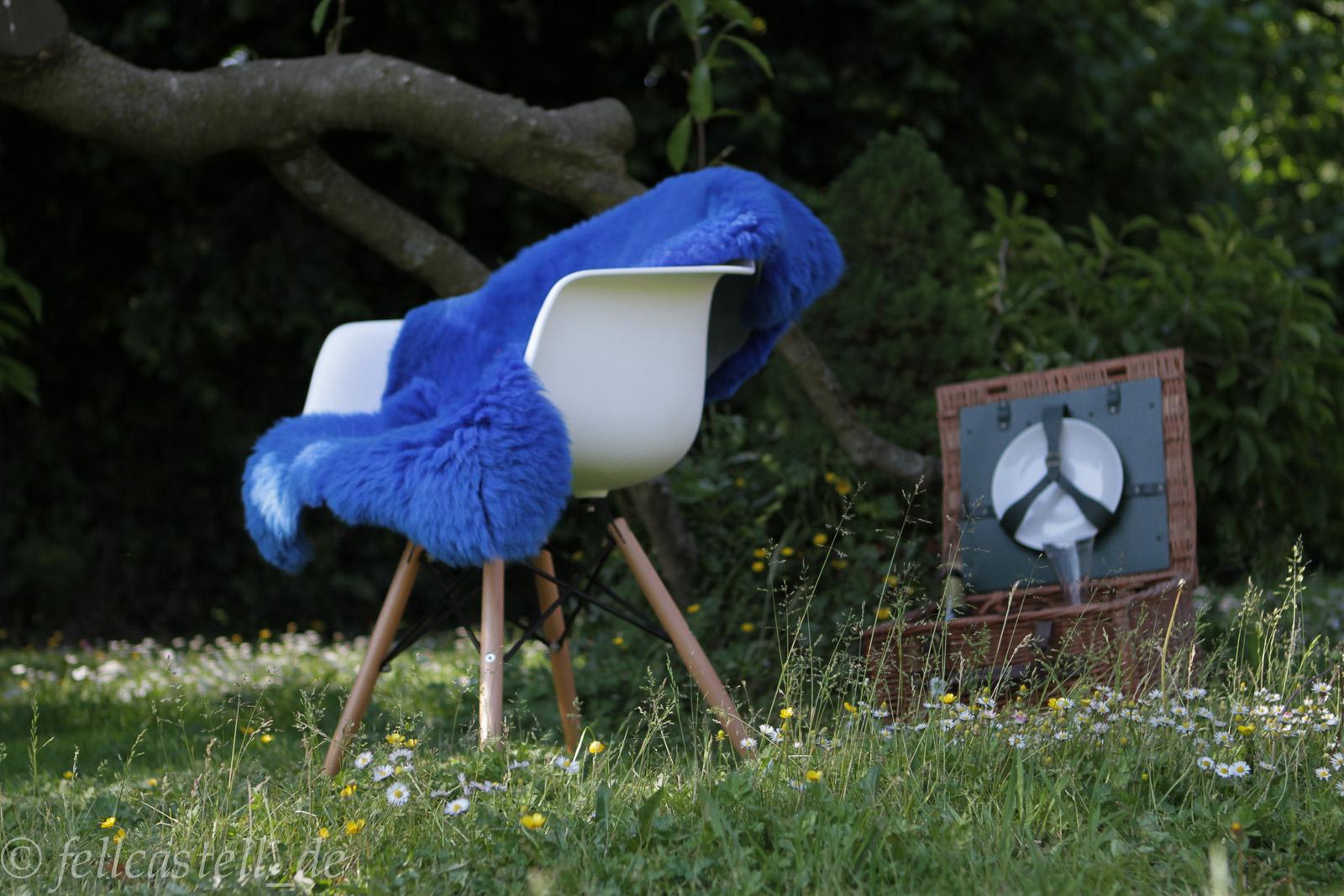 schaffell lammfell azurblau. Black Bedroom Furniture Sets. Home Design Ideas