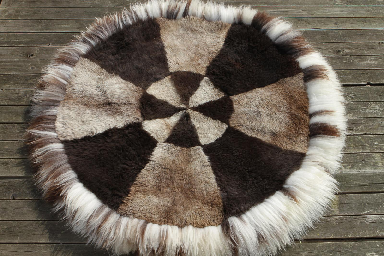 schaffell teppich rund 120 cm aus skandinavischen schaffellen lammfell schaffell shop. Black Bedroom Furniture Sets. Home Design Ideas