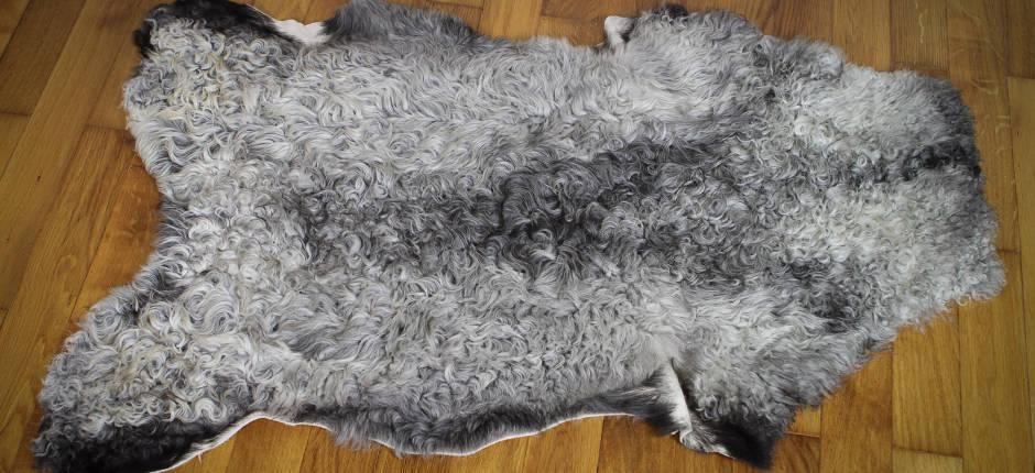 Kissen aus Tibetlammfell cool grey 30 x 30 cm